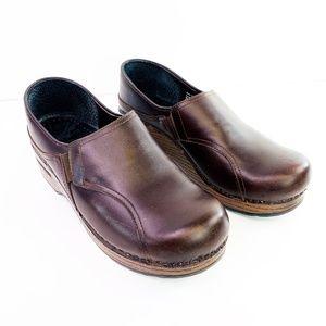 Dansko Womens Worn Brown Clogs Size 38